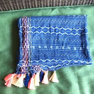 NWT American Eagle Outfitters Tassels Scarf